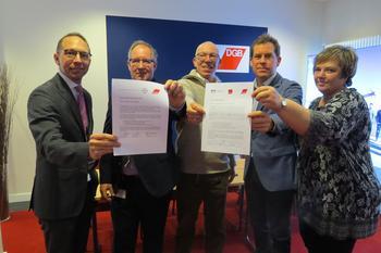 DGB über gibt erste Zertifikate zu Gute Arbeit in Kiel
